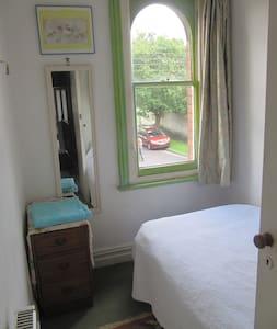 Aunty Millie's B & B - single room - Bed & Breakfast
