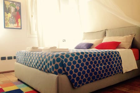 HouseofTravelers/Double RoomFAENZA - Rumah