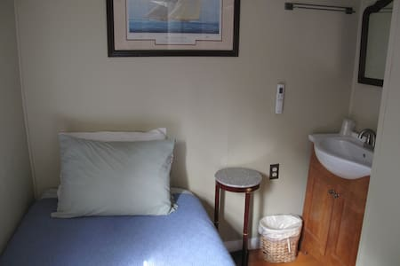 Room 11 w/1 Twin Bed for 1 person - Provincetown - Bed & Breakfast