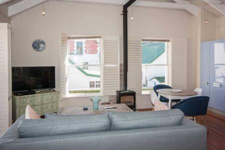 Stylish Kalk Bay Apartment - Apartment
