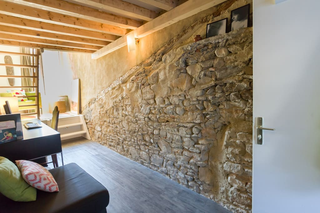 The desk, with the wall made of natural rocks, genuine and beautiful.