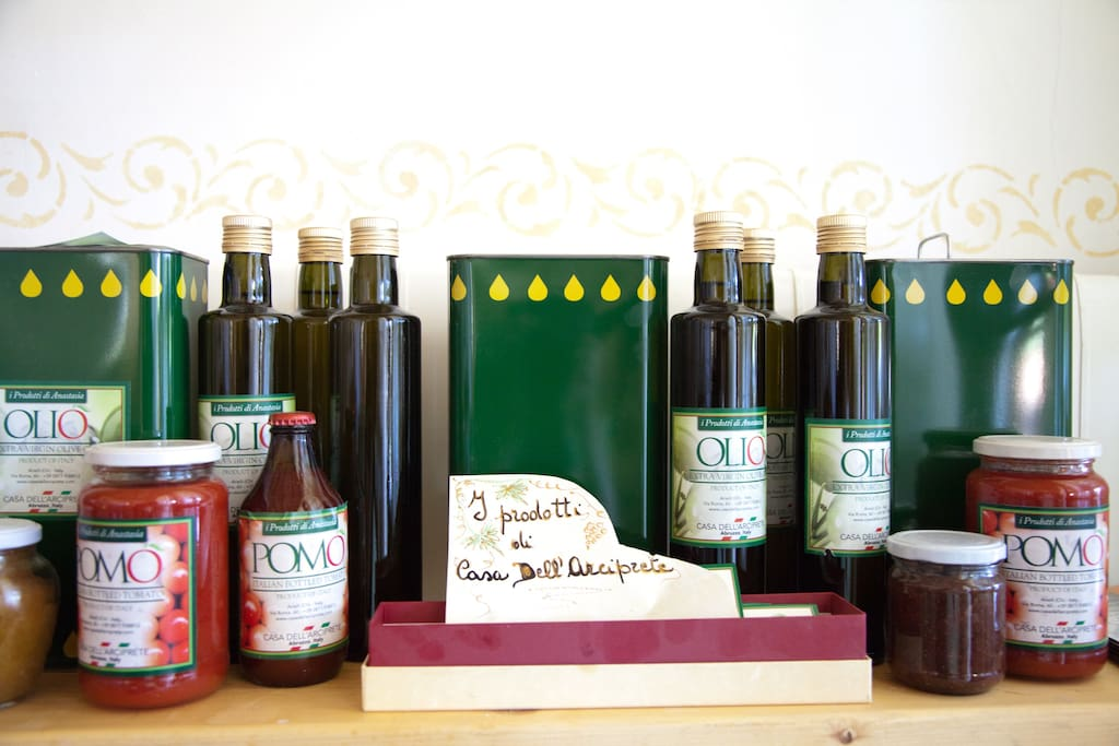 Our farm produces also delicious tomato sauces and organic olive oil.