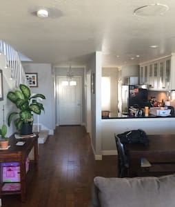 2 Bedroom 2 Bathroom in Sausalito - Sausalito - Condominium