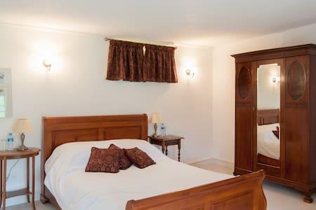 Lake Farmhouse - Garden bedroom - Sheepwash - Bed & Breakfast