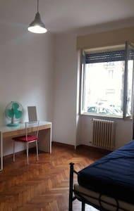 Cheap room in Navigli district - Milano - Apartment