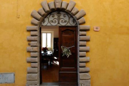 Restored Medieval Hill Town Villa - Villa