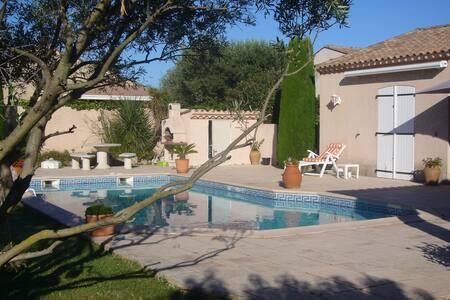 Chambre privée vue sur piscine