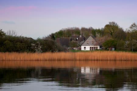 Haus am Deich - Rumah