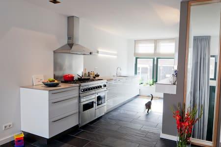 Modern familyhouse 15 min from centre of Rotterdam - Rotterdam - Casa a schiera