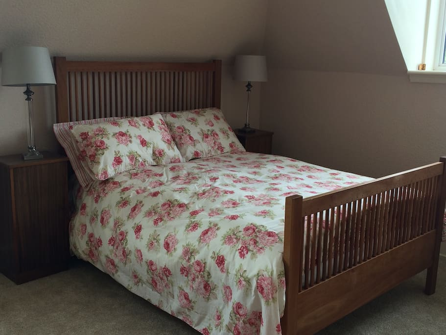 Tummel... A huge, bright bedroom suitable for a family.