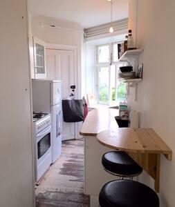 2-bedroom in hip Vesterbro area - Frederiksberg - Apartment