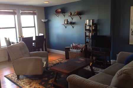 Beautiful 1BD three blocks to metro