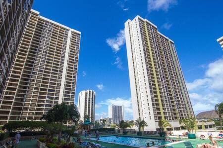 1 bdr condo Hawaiian Sun Holidays