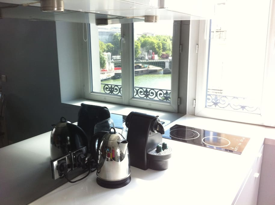 The reflection of the river view from the second window in the kitchen corner - Electric kettle and nespresso machine!