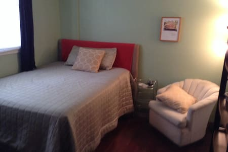 Private room with full Bathroom - Oakland Park