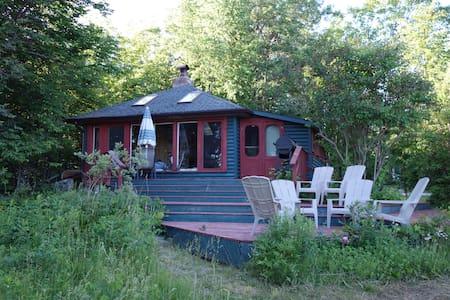 Lakefront Cottage on Stoney - Kabin