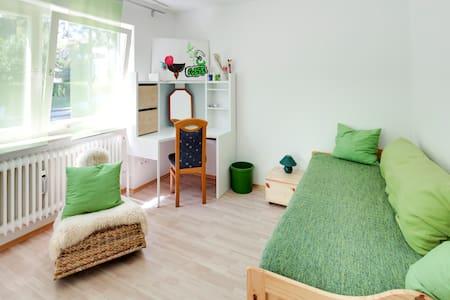 Grünes Ambiente in ruhiger Wohnlage - Munich - Casa