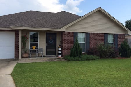 Private bed and bath - Lumberton