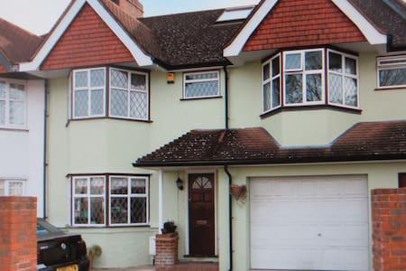 4 bedroom house near Twickenham - House