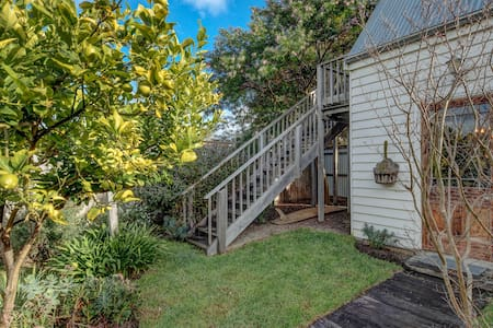 Port Fairy 4 Bed + Surfboard Hire