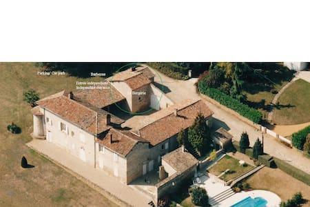 Maison de charme avec piscine - Pommiers - Casa