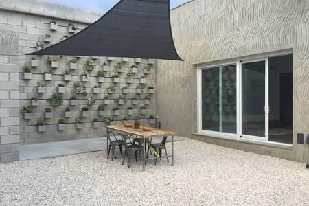 Spacious studio A at quiet location - House