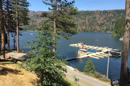 Lakefront Bass Lake house/5 Bedroom w/boat slip - Chalet
