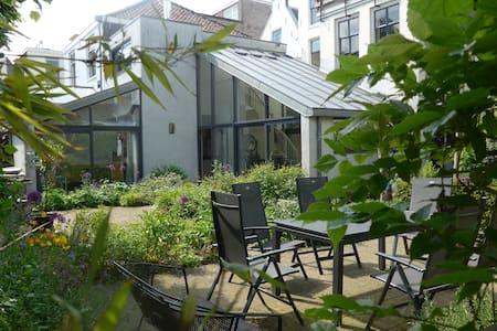 Secluded villa in heart of Utrecht - Utrecht