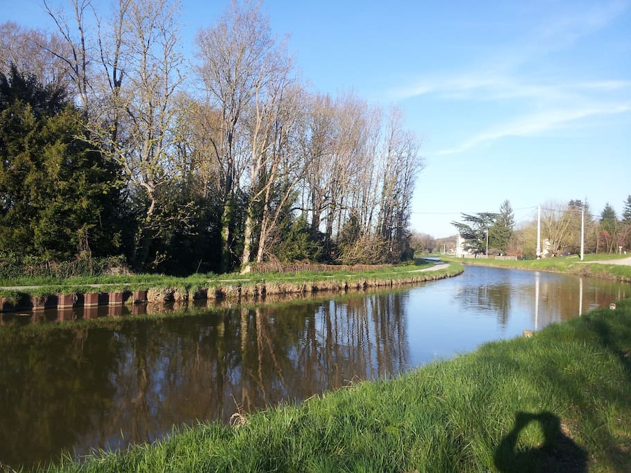 The Canal Path Is 200 Meters From The Gite For Walking,Running Or Biking To CHAGNY Where The Railway Station Is 2 Kilometers Away