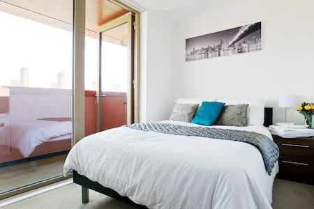Own floor: double room, WC, balcony - Leilighet