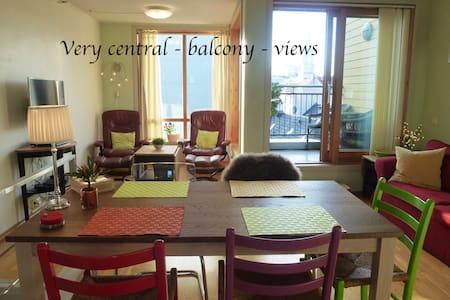 Supercentral 2 bedroom duplex w/balcony and views - Bergen - Apartament
