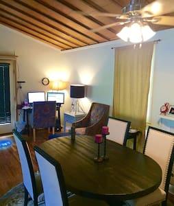 The Garden Loft: Escape in Avondale - Apartamento