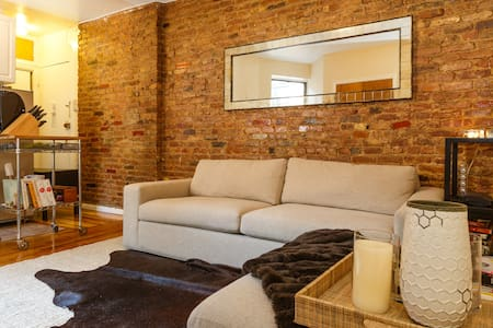 Charming Apartment in Ideal Locale