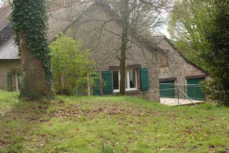 maison type longère/proche rennes. - Saint-Aubin-du-Cormier - Talo