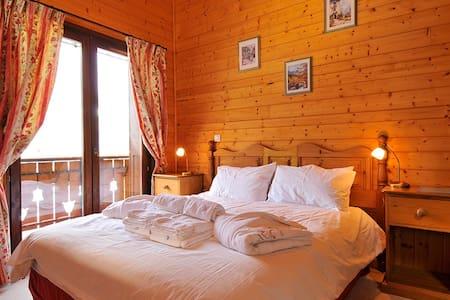 Double room in alpine chalet - Châtel - Bed & Breakfast