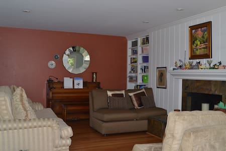 Secluded 2 Bedroom Unit