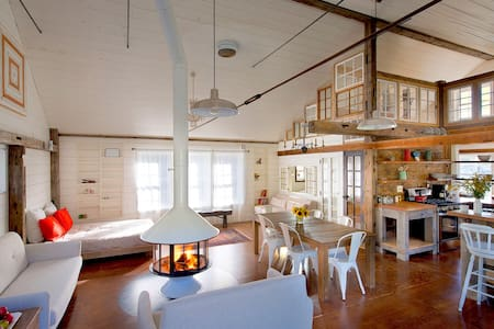 bright serene + spacious barn - Red Hook