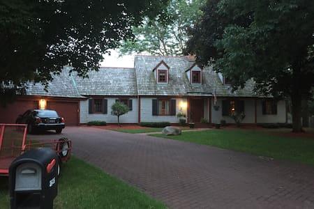 Wonderful Cape Cod home - Janesville - House