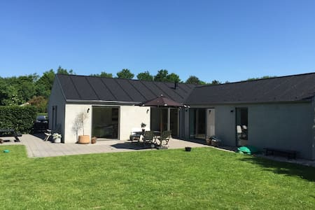 Nyistandsat villa i skønt område - Randers