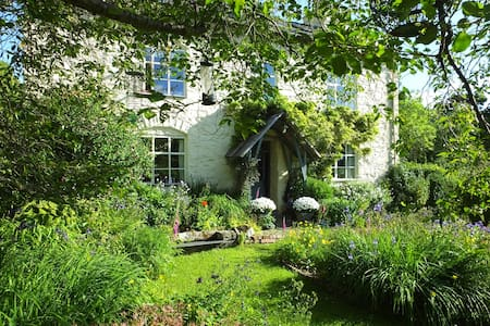Welsh Farmhouse, Tanat Valley - Hirnant - Bed & Breakfast