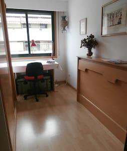 Habitación en moderno apartamento - Apartment