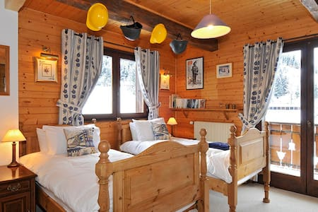 Family suite in traditional chalet - Châtel - Bed & Breakfast