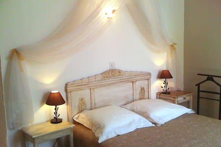 """""""Les Angelots"""" , chambre """"Doucine"""" - Bed & Breakfast"""