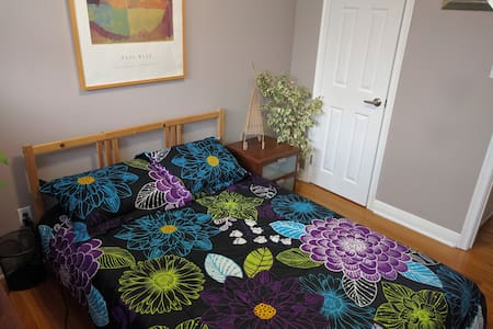 Cozy home with a beautiful garden - Ev