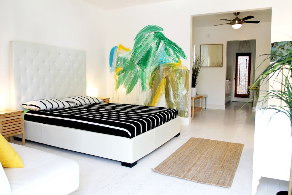Queen Size Bed + Wall Art Painting