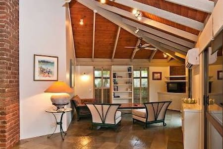 Private resort open plan home, city - Dom