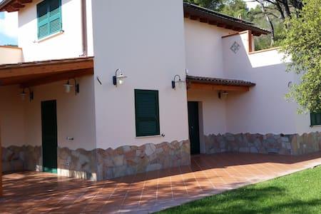 VILLA A MARINA DI CAMPO FINO A 14 POSTI LETTO - Campo nell'Elba - Villa