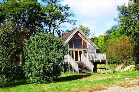 Lochside Log Cabin with Hot Tub - Dalavich - Cabaña