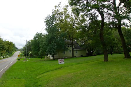 Quiet Spacious and Countryside by the Square! - Independence - House