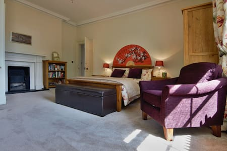 Gosford - Large ensuite double room - Douglas - Ház